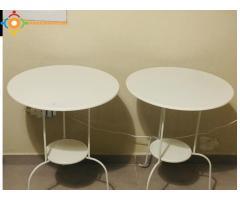 2 petites tables