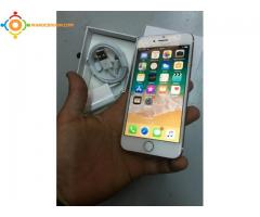 Iphone 16 Gb GOLD
