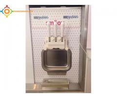 2 machines a glace italienne avec un comptoir offert