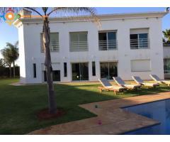 Villa vide  bien située a souissi, avec piscin