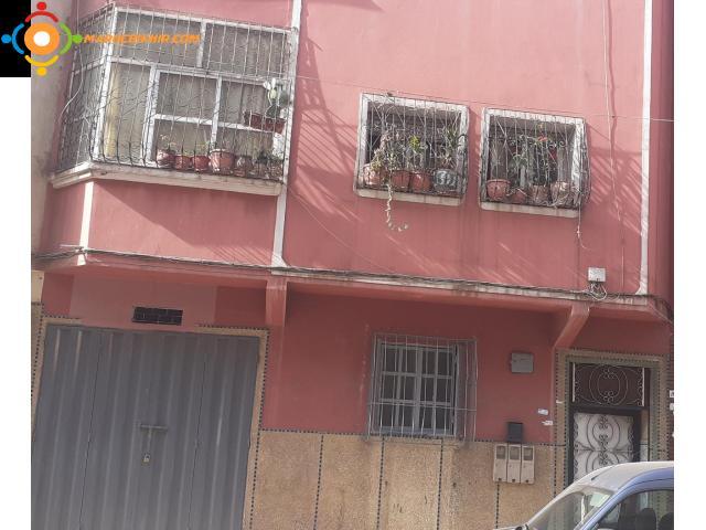Joli appartement de 120 m  avec local commercial