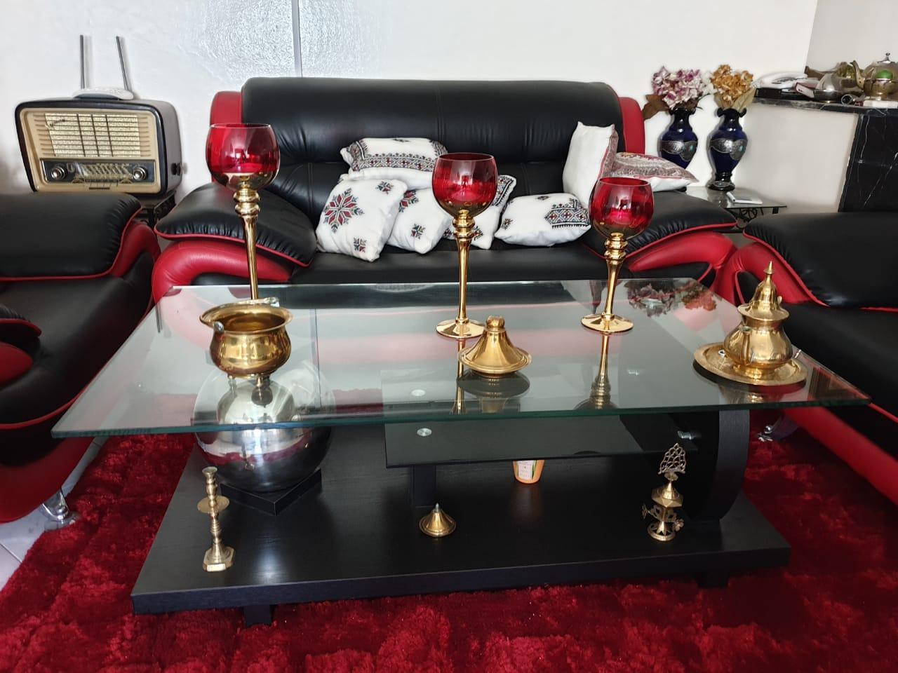 Fauteuils avec table et tapis