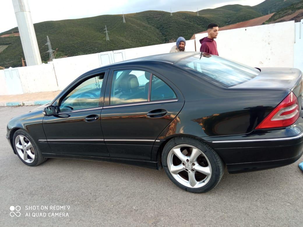 Une voiture à vendre